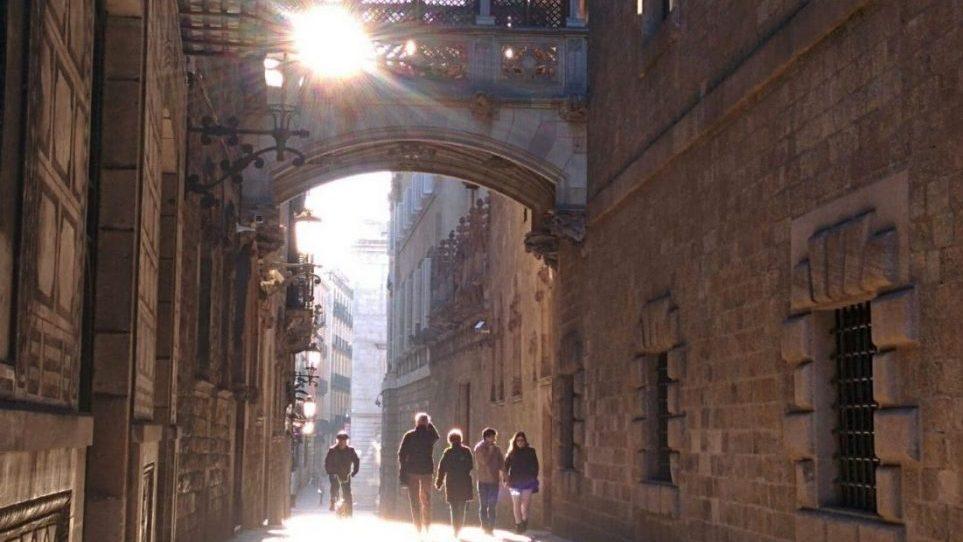 Carrer del Bisbe, Barcelona al amanecer